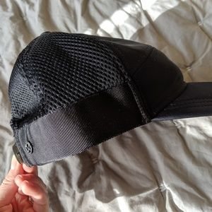 Lululemon black hat